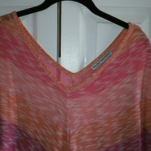 two-one-two new york Tops - 212 NewYork Women VNeck and Hem Top Size XL